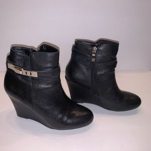 Chinese Laundry Wedge Ankle Boot Black Size 7